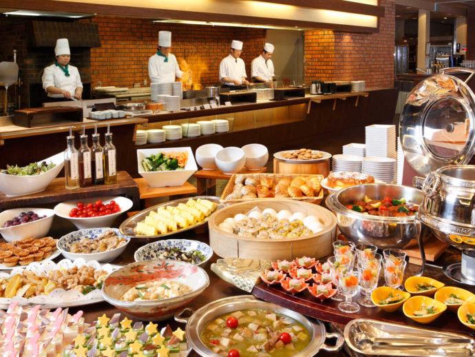 華咲の湯併設ホテルのレストラン「ルピナス」の本格バイキング