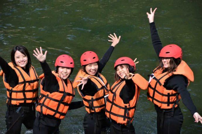 熊本県人吉市の球磨川ラフティング ハッピーサプライズでのアクティビティを終えた利用者