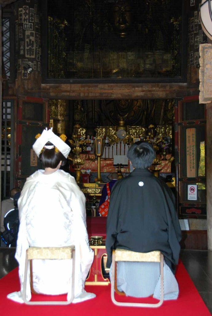 長谷寺のの本堂で行われる仏前結婚式