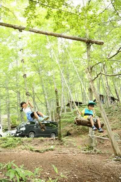 八東ふる里の森で遊ぶ子供たち