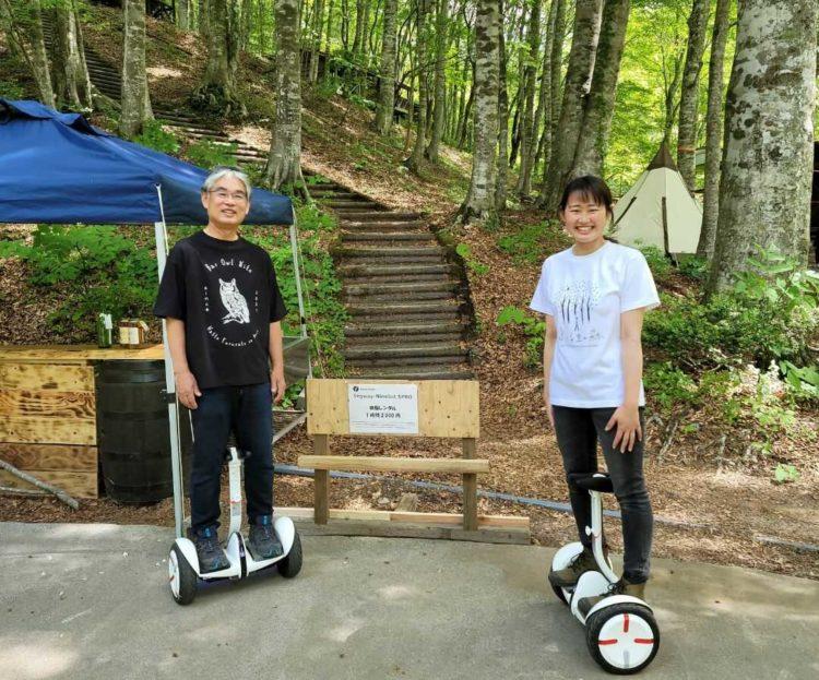 鳥取県八頭郡にある八東ふる里の森でセグウェイを体験している様子