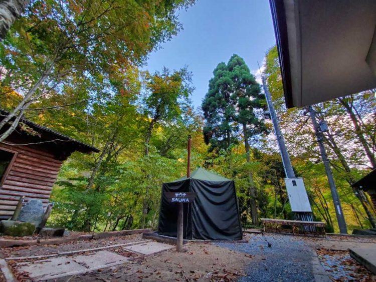 八東ふる里の森で大自然の中たたずむテントサウナ