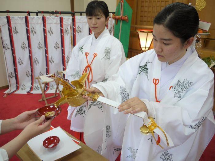 日岡神社の巫女