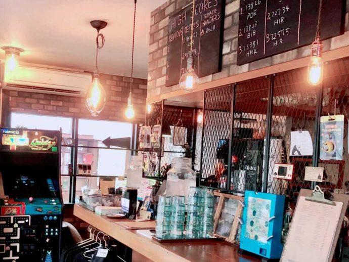 アーケード カフェ&バー ハイスコアのカウンター席