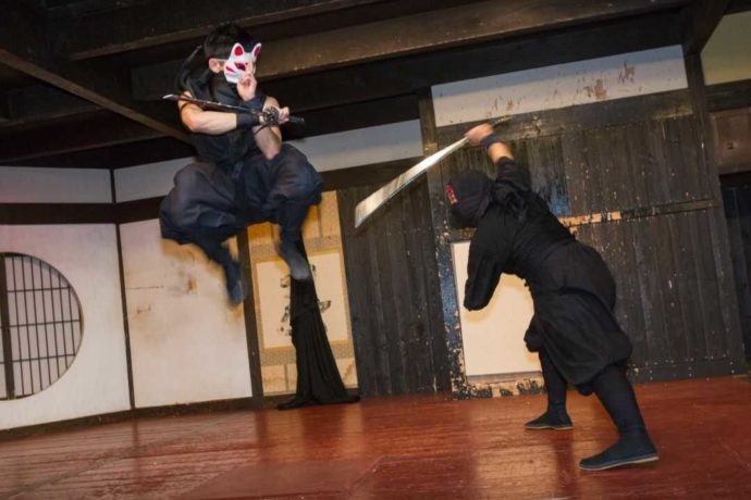 佐賀県嬉野市の佐賀元祖忍者村 肥前夢街道での忍者ショーの様子