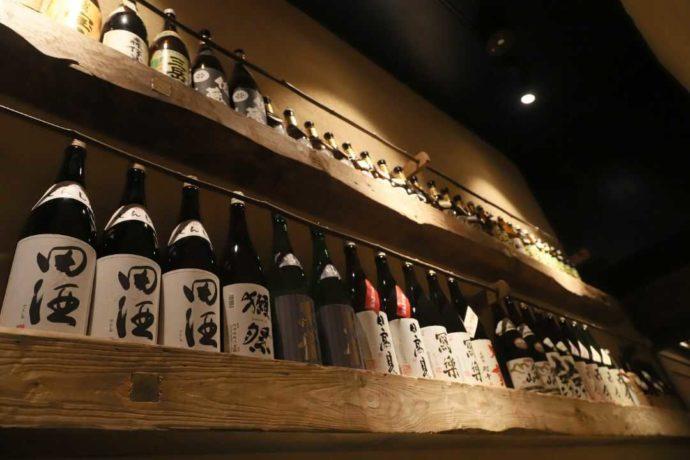 大人の隠れ居酒屋 豊和 表参道の店内に並ぶカップルに人気のさまざまな酒