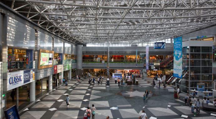 【北海道】新千歳空港で空港デートを楽しもう!実際に行ってきた私のおすすめラーメン&食べ歩きグルメ解説
