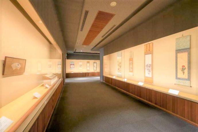 長野県上高井郡にある北斎館の肉筆画展示室