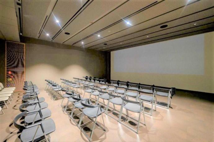 長野県上高井郡にある北斎館の映像ホール