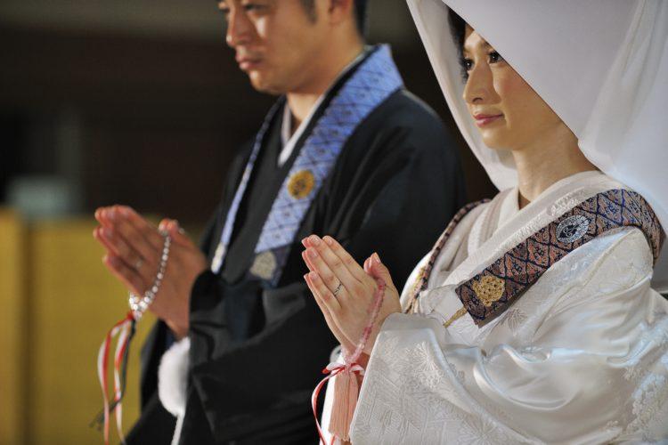 毎月何組くらい仏前結婚式が行われますか
