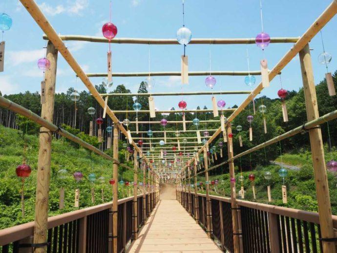 夏の寳光寺 鹿野大佛「ろくやばし」には風鈴が飾られる