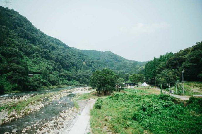COMMON IDOEの目の前にある緑川の川べり