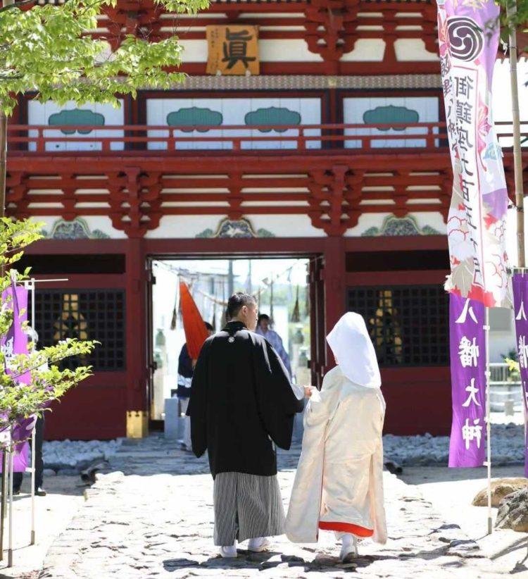 飯野八幡宮の参道にて、参進前の風景