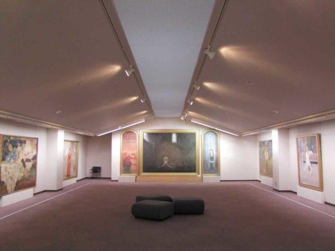 今井美術館の2階展示室の写真