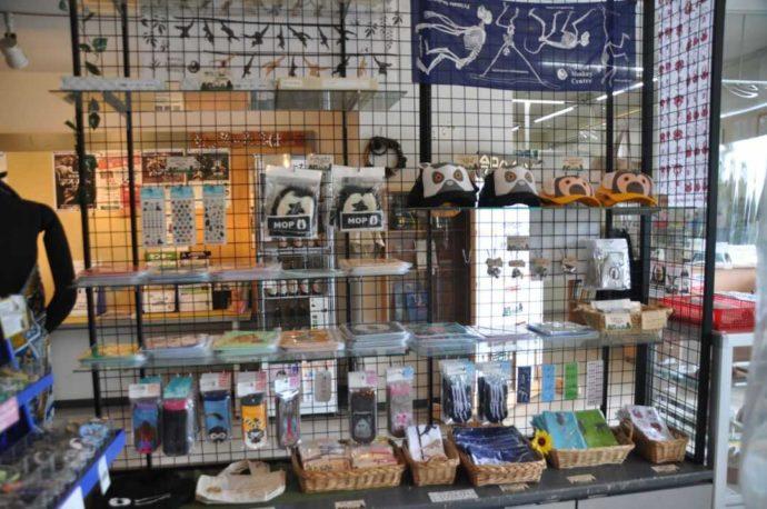 日本モンキーセンターのミュージアムショップで購入できる各種グッズ