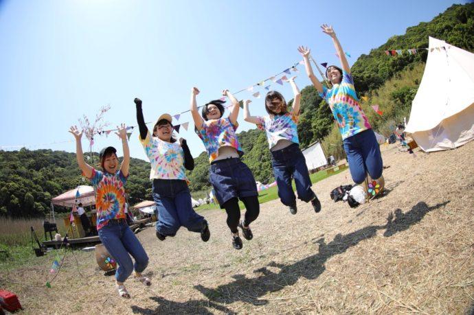 和歌山県有田市にある地ノ島キャンプ場の観光客
