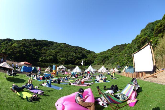 和歌山県有田市にある地ノ島キャンプ場のイベントフィールド