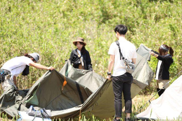 和歌山県有田市にある地ノ島キャンプ場でキャンプをする様子