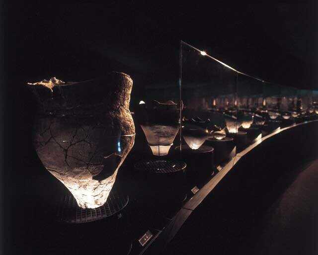 福井県若狭町の「若狭三方縄文博物館」の土器ロード