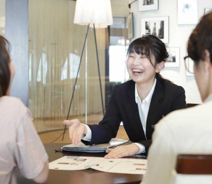 香川県高松市にある「THE CHELSEA」のプランナーと利用者