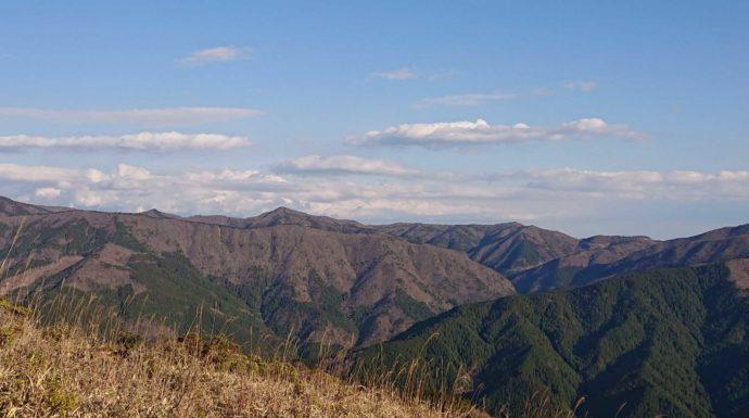 梶ヶ森のキャンプ場から見える山の景色
