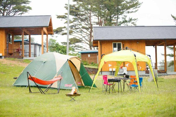 宮城県本吉郡にある神割崎キャンプ場での手ぶらキャンプの引きの図