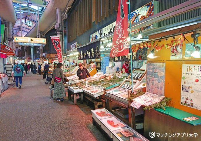 金沢グルメを満喫!近江町市場をまるごと食べ飲み歩きデートプラン