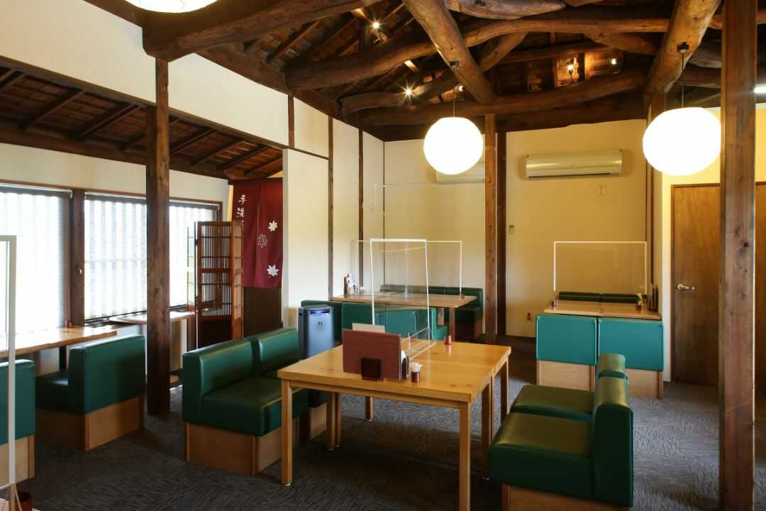 勘四郎の2階飲食スペース