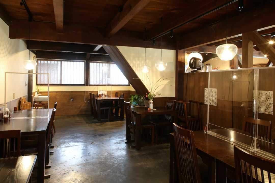 勘四郎の1階飲食スペース