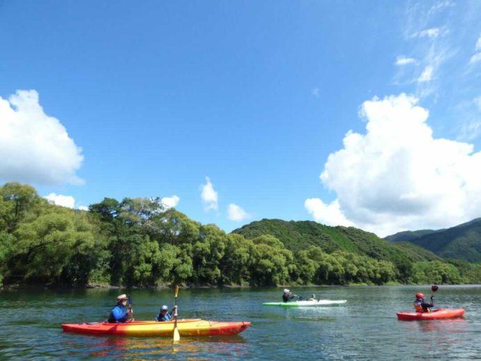 四万十カヌーとキャンプの里 かわらっこでカヌーを楽しむお客さんたち