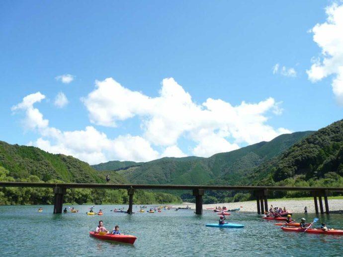 四万十カヌーとキャンプの里 かわらっこではカヌーをしながら沈下橋を見られる