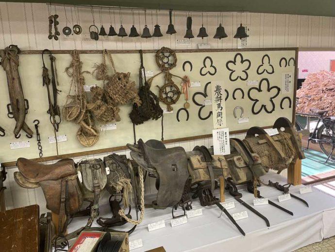 「剣淵町郷土資料館」に展示されている農耕馬関係の道具