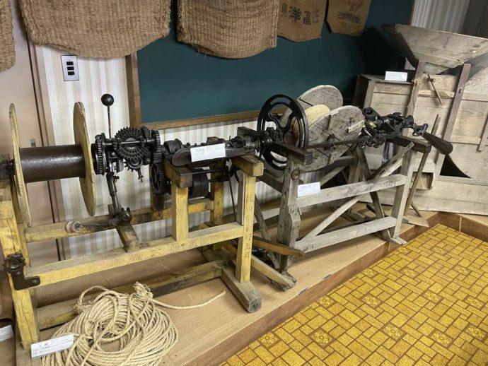 「剣淵町郷土資料館」に展示されている昔の機械