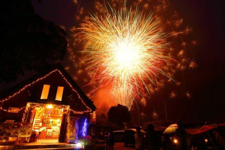ケニーズ・ファミリー・ビレッジ/オートキャンプ場で行われた花火大会の様子