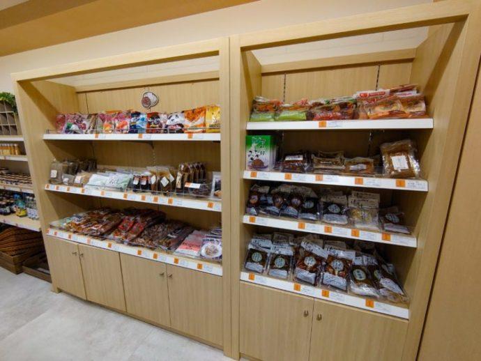 「ぐんまちゃん家」店内のこんにゃく・漬物コーナー