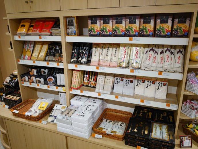 「ぐんまちゃん家」店内の麺類コーナー