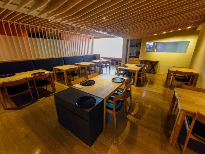 「ぐんまちゃん家」2階にあるレストラン「銀座つる」店内