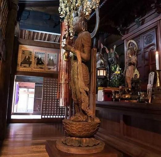 温泉寺の本尊・十一面観音