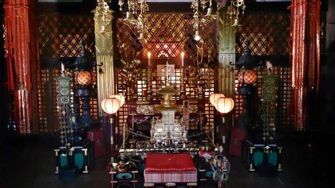 温泉寺の本堂内観