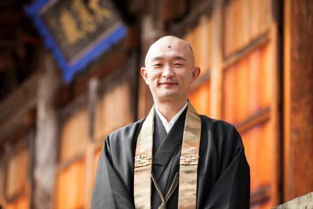 温泉寺の住職・小川さん