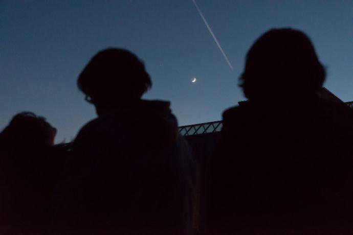 天体観測で見えた流れ星と三日月