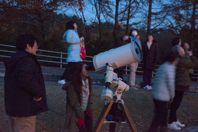 清里フォトアートミュージアムの天体観測会「星をみる会」の参加者