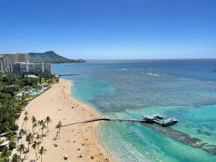 リノハワイのハワイ婚ならエメラルドの海を目の前に挙式できる
