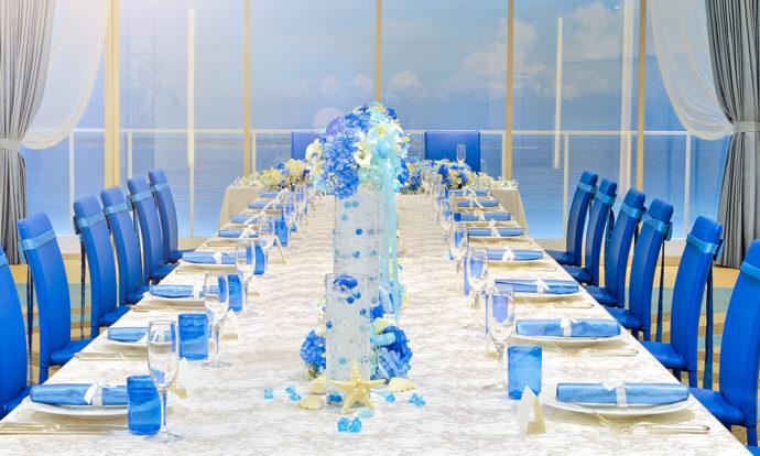 ブルーで統一された装飾が美しいテーブルコーディネート