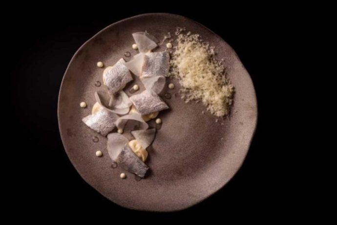 ライラのディナーコースの中の一品「鰯のプラチナ仕立て」