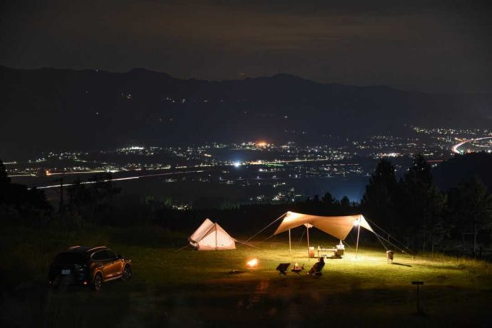 {新潟県南魚沼市にある舞子高原オートキャンプ場から眺めた夜景