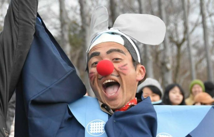 静岡県富士宮市にある「まかいの牧場」の観光部課長である新海貴志さん