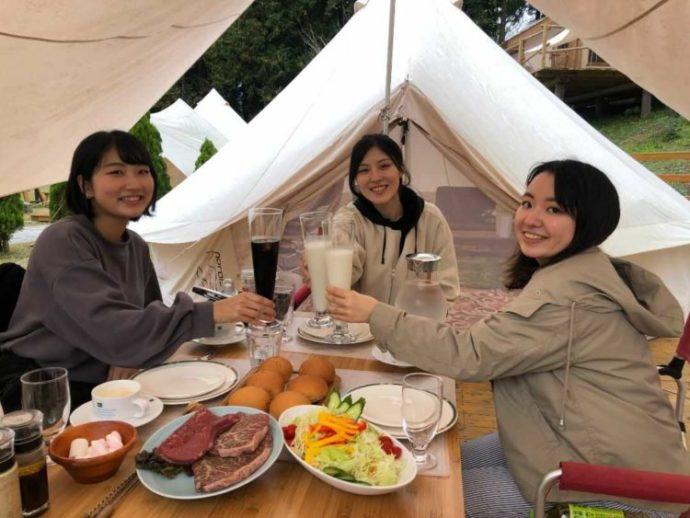 静岡県富士宮市にある「まかいの牧場」のデイグランピングで食べられるセットメニュー