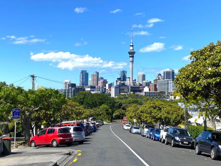スカイ・タワーがそびえる街並みが見られるMAPPLE Activity Onlineのニュージーランドツアー