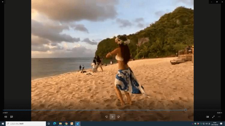 MAPPLE Activity Onlineのグアムツアーでフラダンスをする女性